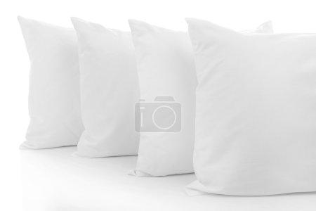 Photo pour Oreillers blancs isolés sur blanc - image libre de droit