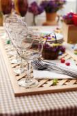 Bufetového stolu s nádobí