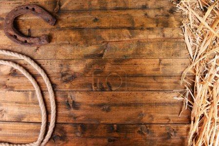 Photo pour Ouest américain nature morte avec vieux fer à cheval et lasso cow-boy - image libre de droit