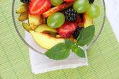 Chutné ovoce salát na stole