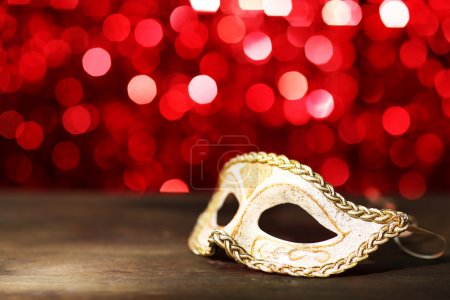 Photo pour Beautiful carnival mask on table on red background - image libre de droit
