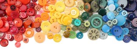 Photo pour Cadre de boutons à coudre colorés isolés sur blanc - image libre de droit