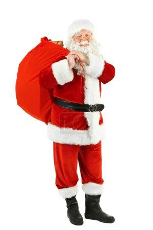 Photo pour Père Noël avec sac, boîtes-cadeaux remplies isolées sur fond blanc - image libre de droit
