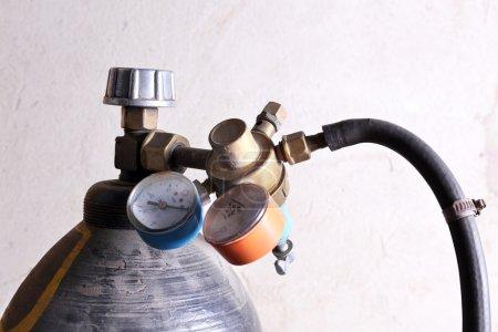 Photo pour Manomètre de pression bouteille gaz de soudage bouchent - image libre de droit