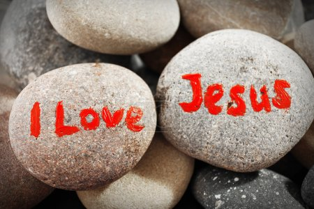 Photo pour Galets avec inscription I Love Jesus, closeup - image libre de droit