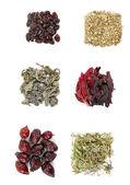 Různé druhy bylinných čajů a bylin izolovaných na bílém