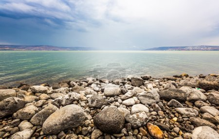 Photo pour Paysage du lac de Tibériade en jour d'été - image libre de droit
