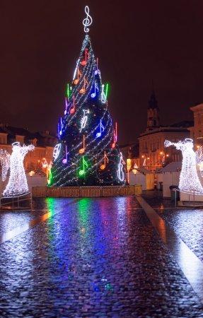 Vilnius Christmas fair at night