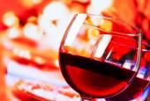Detail červené vinné sklenice pozadí tabulky rozostřený restaurace