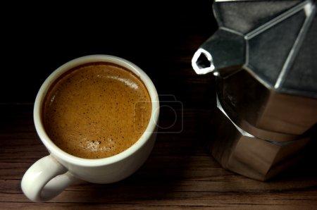 Photo pour Café expresso italien fraîchement préparé - image libre de droit