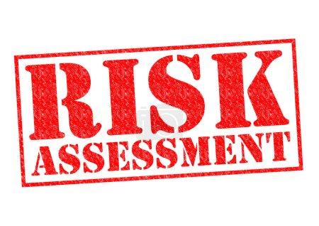 Photo pour Tampon risque évaluation rouge sur fond blanc. - image libre de droit