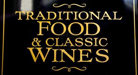 Comida tradicional y vinos clásicos