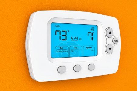 Photo pour Thermostat de programmation moderne sur un mur orange - image libre de droit