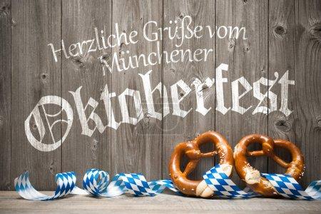 Photo pour Oktoberfest fond modèle de festival de bière allemand. Herzliche Gruesse vom Muenchener Oktoberfest - image libre de droit