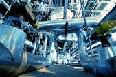 Ipari zóna, acél csővezetékek kék hangok