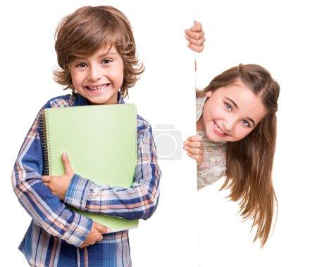 Photo pour Petits enfants mignons posant sur fond blanc - image libre de droit