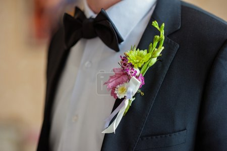 groom in tux with bowtie