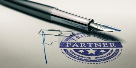 Photo pour Marque partenaire de confiance imprimée sur une texture de papier avec signature et stylo plume. Image conceptuelle pour illustrer la confiance dans les partenariats et les services aux entreprises . - image libre de droit