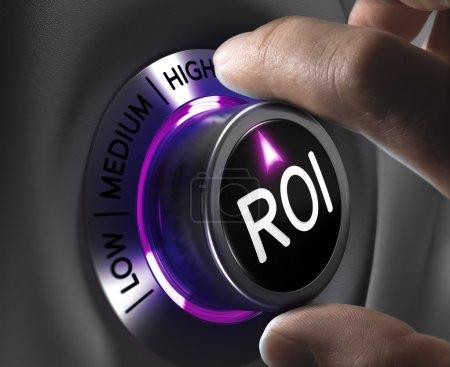 Photo pour Retour sur investissement, ROI Concept, deux doigts tournant bouton dans la position la plus élevée. Image conceptuelle - image libre de droit