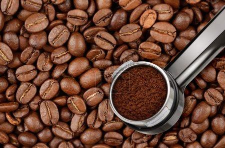 Photo pour Porte-filtre pour machine à café expresso et grains de café - image libre de droit