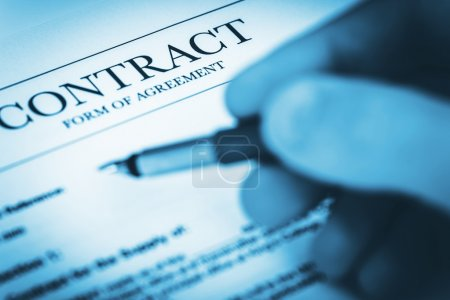Photo pour Signature de documents d'accord de contrat. Concept d'entreprise. - image libre de droit