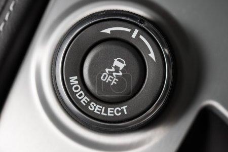Photo pour Bouton de sélection du mode de conduite Gros plan. Technologie de conduite de voiture moderne . - image libre de droit