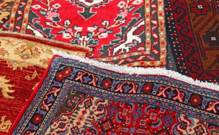 Photo pour Many carpets decorated in an islamic house - image libre de droit