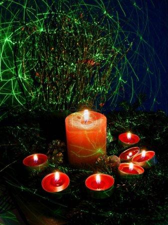 Photo pour Bougie, sapin de Noël et ornements - image libre de droit