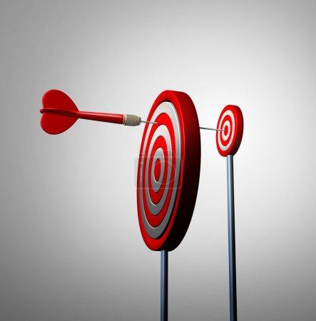 Photo pour Trouvez une opportunité hors de vue et des opportunités cachées concept d'affaires comme une fléchette rouge atteignant le prochain œil de taureau cible pour atteindre le succès comme métaphore financière pour une longue stratégie et une vision gagnante de l'objectif . - image libre de droit