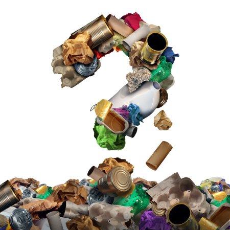 Photo pour Recycler les questions relatives aux déchets et les solutions de gestion des déchets réutilisables ou le concept de confusion en vieux papier verre métal et produits ménagers en plastique en forme de point d'interrogation en tant que symbole de la conservation environnementale des matériaux . - image libre de droit