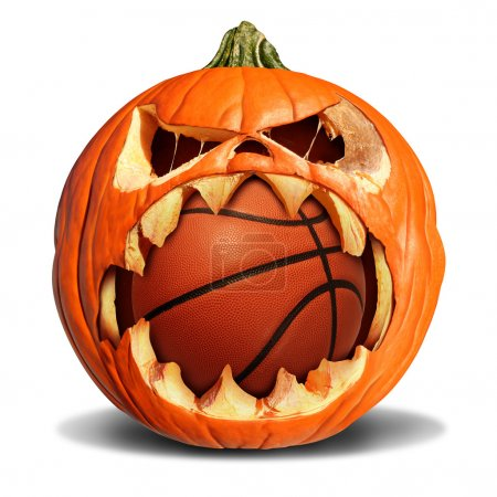 Photo pour Basketball concept d'automne comme une citrouille Jack o lanterne mordant dans un softball en cuir comme un symbole pour les sports d'Halloween et les événements sportifs d'automne sur un fond blanc . - image libre de droit