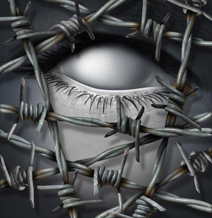 Photo pour Concept de victime anonyme et menace d'intrus anonymes maintenus à l'écart par fil barbelé ou barbelé comme concept de sécurité ou de blessure psychologique de la souffrance seule avec un œil blanc humain surréaliste . - image libre de droit