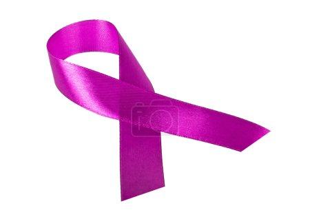 Photo pour Ruban violet sensibilisation isolé sur fond blanc - image libre de droit