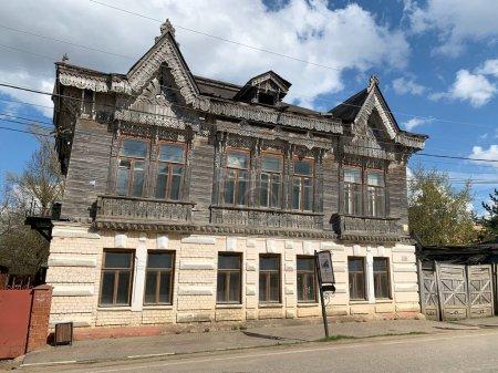"""Photo pour Borovsk, Russie, région de Kalouga, 3 mai 2021. """"Maison en bois avec dentelle"""", l'ancien domaine municipal des Shokins au printemps. Lenin Street, 15. Borovsk, région de Kalouga - image libre de droit"""