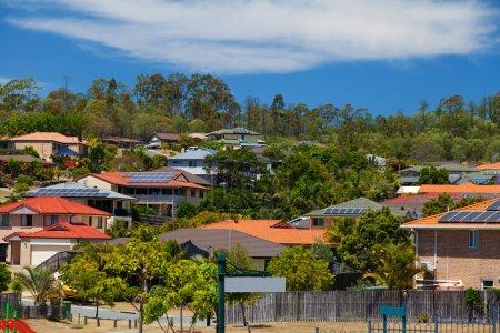 Foto de Solar panels on homes in Australian suburb - Imagen libre de derechos