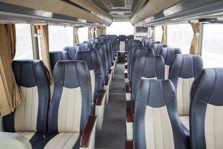 Photo pour Sièges de luxe de bus modernes pour le transport touristique - image libre de droit