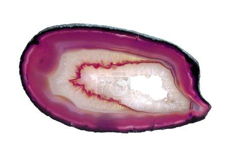 Photo pour Une tranche de cristal d'agate rose isolée sur fond blanc - image libre de droit