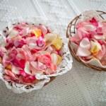 Постер, плакат: basket full of rose petals