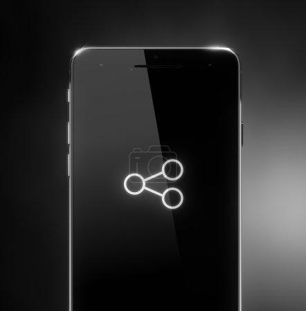 Photo pour Partager l'icône sur l'écran du téléphone intelligent sur fond noir - image libre de droit