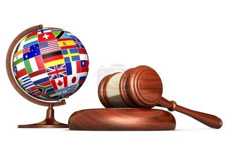 Photo pour Les systèmes de droit international, justice, droits de l'homme et concept de l'éducation d'affaires global avec les drapeaux du monde sur un globe d'école et d'un marteau sur un bureau isolé sur fond blanc. - image libre de droit