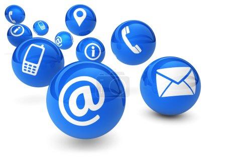Photo pour Email, web et concept Internet avec icônes de contact et de connexion et symboles sur des sphères bleues rebondissantes isolées sur fond blanc . - image libre de droit