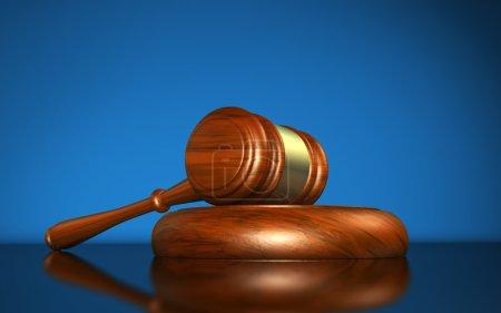 Photo pour Droit, justice et système juridique concept avec un symbole de juge marteau en bois sur fond bleu . - image libre de droit