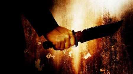 Horrorszene von Mann mit Messer, Serienmörder oder Gewaltkonzept