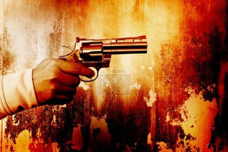 Killer mit Pistole, Farbe dramatisch