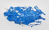 Pittura acrilica dellacquerello blu con pennello su carta bianca