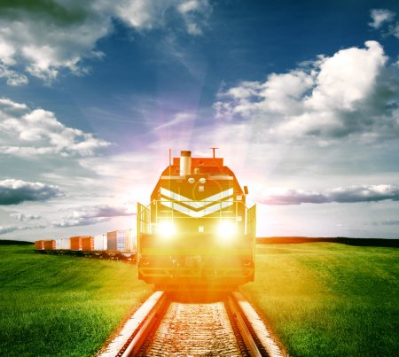 Photo pour Train de marchandises avec phares - image libre de droit