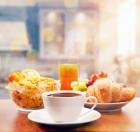Photo pour Petit déjeuner sain avec café le matin ensoleillé - image libre de droit