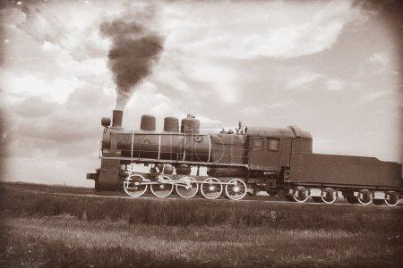 Foto de Tren a vapor en sepia vintage. Textura con papel viejo y rayas retro. - Imagen libre de derechos