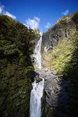 Arthur si projít Nový Zéland vodopád