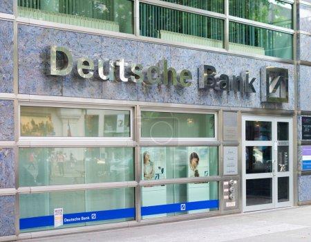 Photo pour Succursale de la Deutsche Bank à Berlin. Fondée en 1870, ses fondateurs considéraient que son objectif principal était de financer le commerce extérieur de l'Allemagne. . - image libre de droit